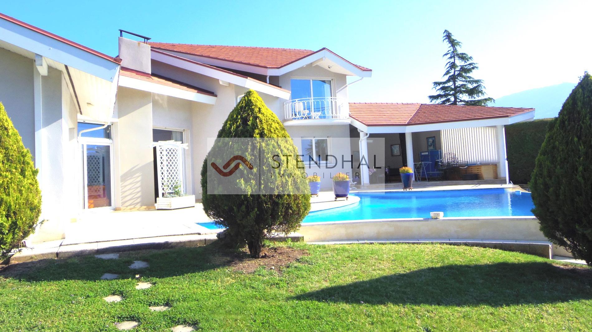 Vente le touvet belle villa avec piscine for Piscine desjoyaux crolles